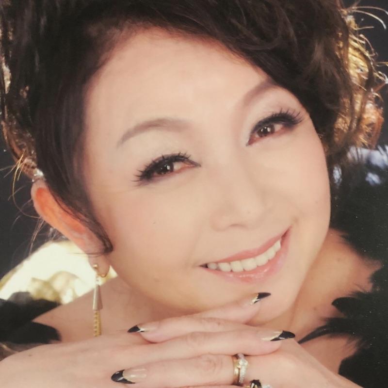 キャサリン岡田の画像