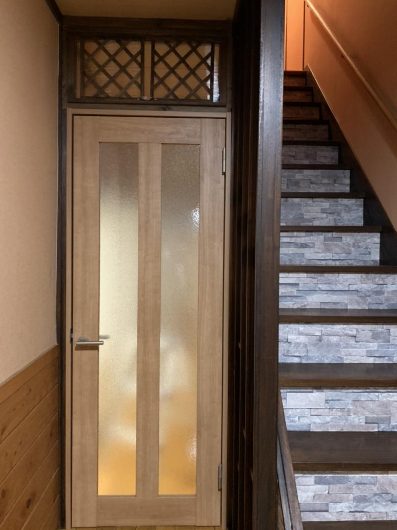 Fuuu が投稿したフォト 階段に壁紙を貼って 廊下にドアをつけました ドアの上は 開 04 07 12 23 51 Limia リミア
