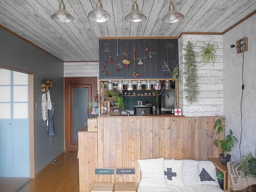 Diy 賃貸の天井を貼ってはがせる壁紙で模様替え Limia リミア