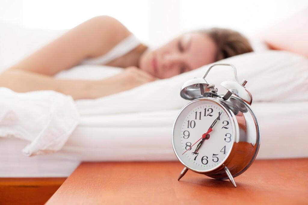 目覚まし 時計 おしゃれ 優しい音の目覚まし時計!気持ちよく目覚めれる最新の時計おすすめラ...