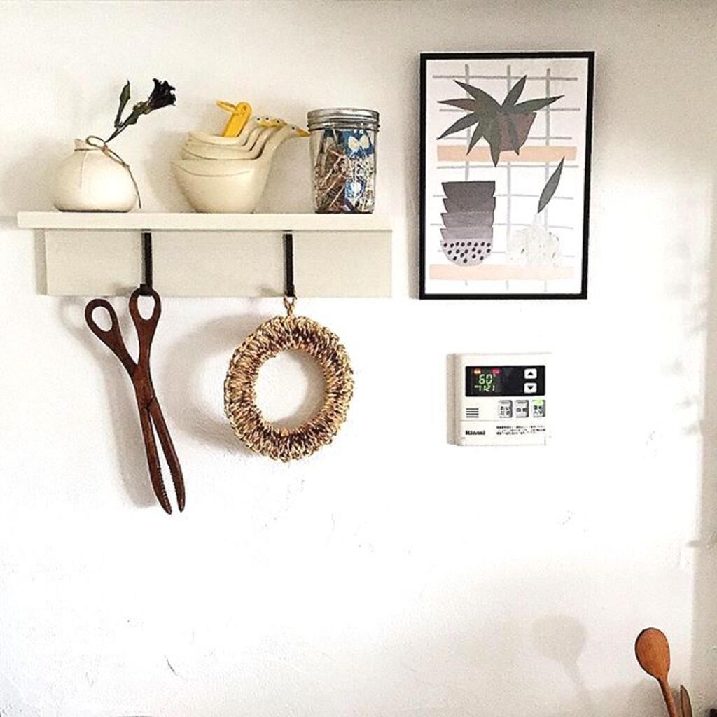 今回ご紹介したいのは、無印良品の「壁に付けられる家具」。棚や収納を気軽に使いたい、というユーザーの声から生まれた、ロングセラー製品のひとつです。