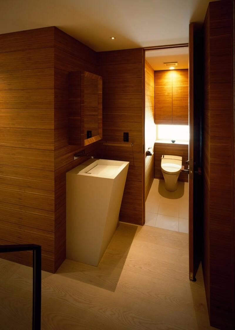 狭い空間だからこそ自由におしゃれで快適な個性派トイレ空間の