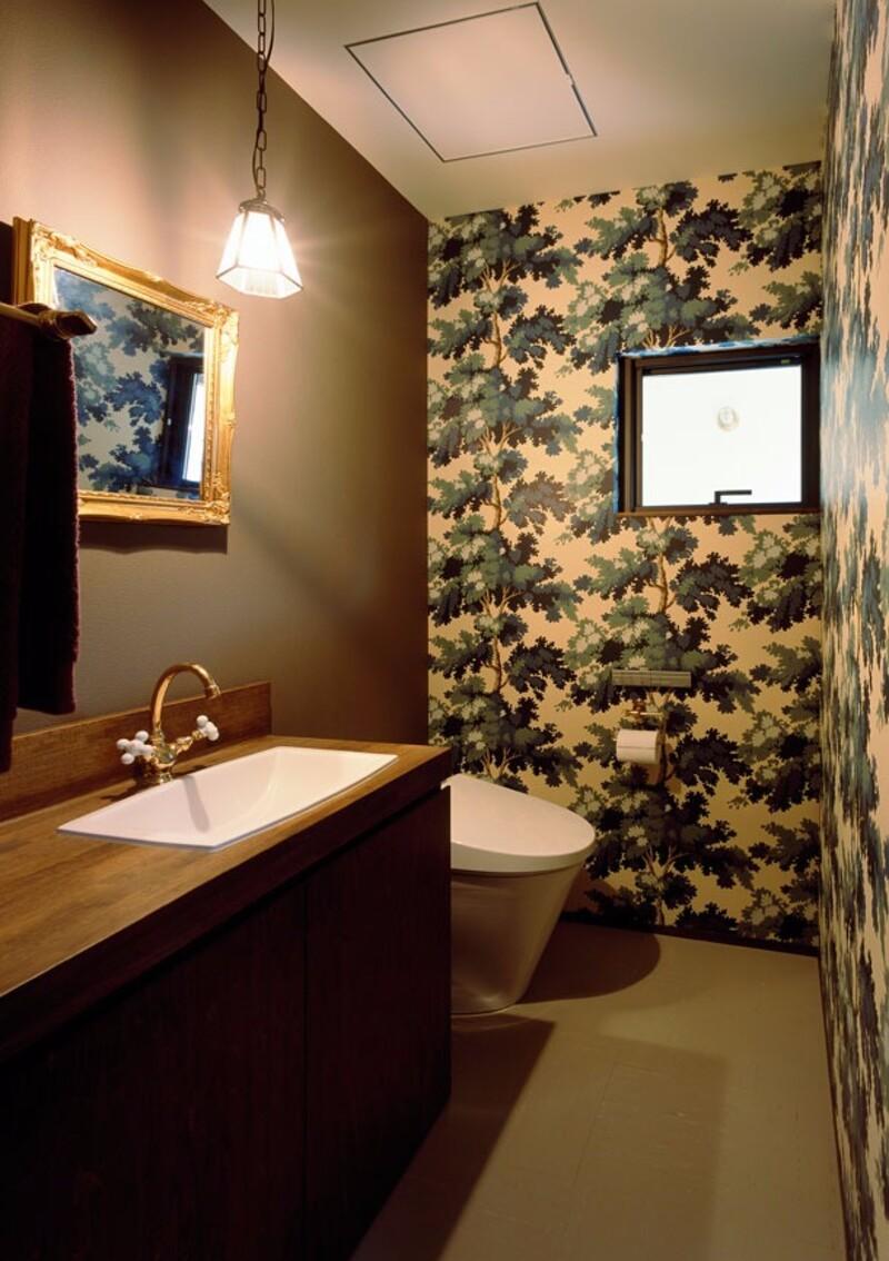 狭い空間だからこそ自由に おしゃれで快適な個性派トイレ空間の