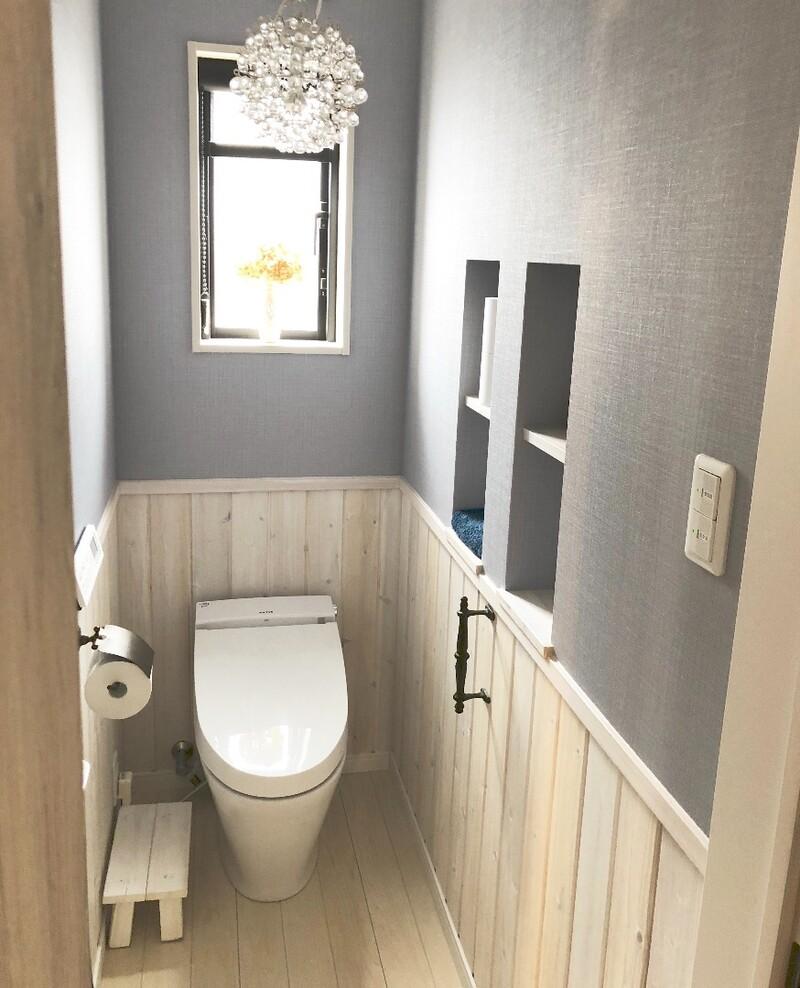 お部屋のようにくつろげる素敵なトイレを実現 おすすめinaxの サティス と室内ドア ファミリーラインパレット Limia リミア