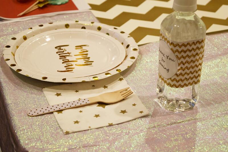 ec5d0efe9ac4b テーブルクロス面積が広く、パーティーのメイン会場ともいえるテーブルを一気に非日常の空間にしてくれる存在。使い捨ての紙のクロスもありますので、気軽にいろいろと  ...