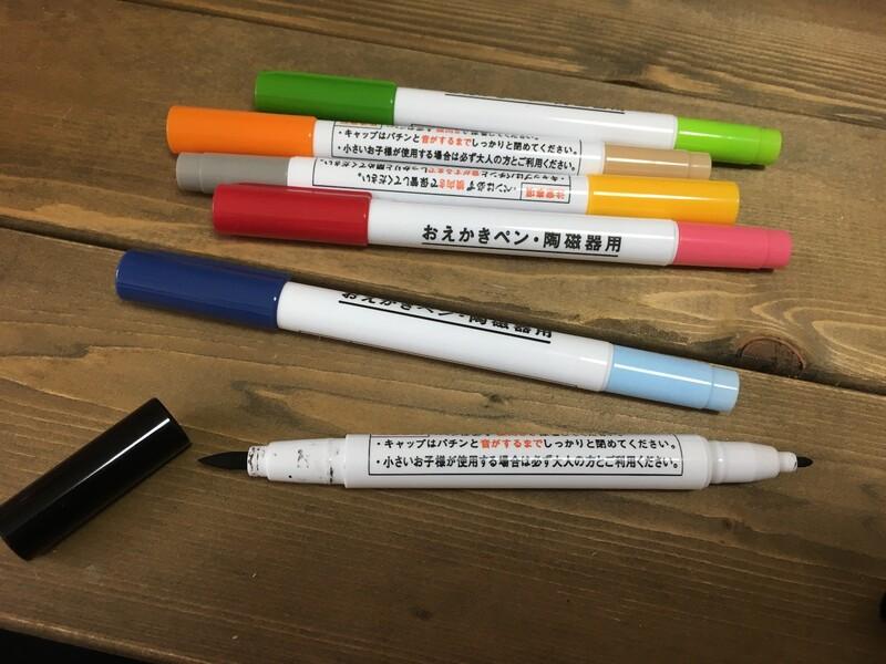 ペンなので、当然ペン跡のようなものがつきます。何重にも太くしたり、ペン跡が目立たないような柄やイラストにすれば気になりませんが、私はこのペン独特の跡が「良い  ...