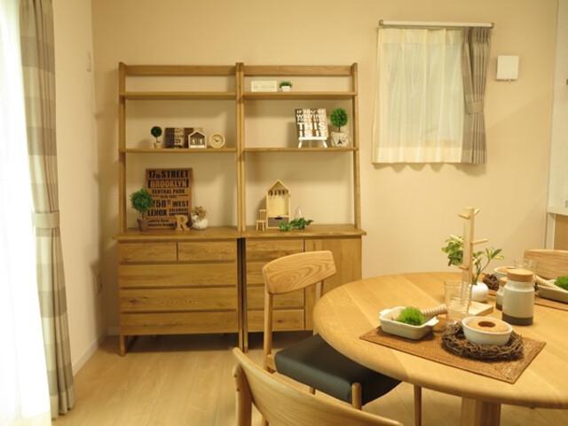 収納 家具 おすすめ あかり取り窓は横長の窓ではなく、収納家具を置くなら小窓がおすすめ