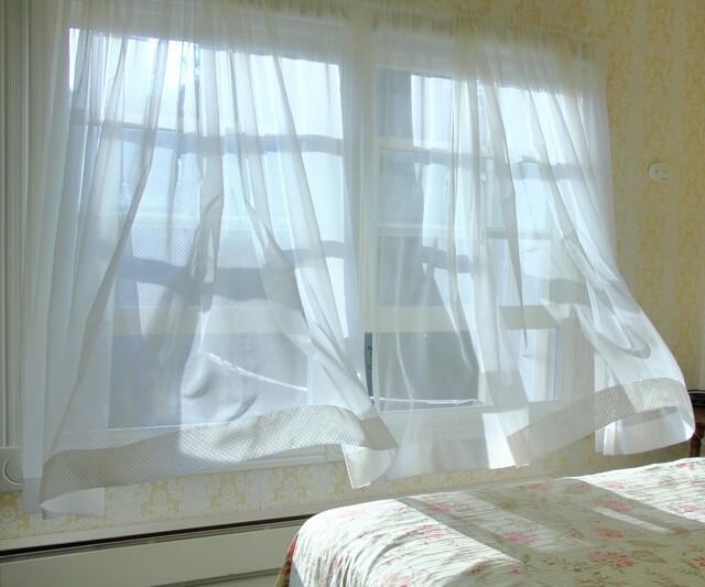 黒カビ カーテン