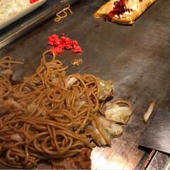 かつお節、猫まんま/クリームコロッケ(チン)/ハンバーグ(湯せんするヤツ)/オクラ/ウインナー/卵焼き/... 左側ー少食高3男子弁当。 右二段ー中1野…(3枚目)