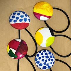 ヘアゴム/ブローチ/marimekko/雑貨/ハンドメイド くるみボタンでブローチとヘアゴム作ってみ…(3枚目)