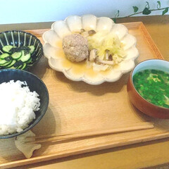 カネコ小兵製陶所 リンカ 24cmプレート(皿)を使ったクチコミ「昨日の晩ごはん。 キャベツと肉だんごの煮…」