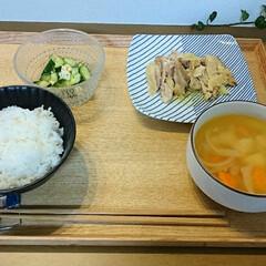 節約レシピ/野菜たっぷり/節約料理/おうちごはん/晩ごはん/暮らし 昨日の晩ごはん。 鶏もも肉のオイル蒸し、…