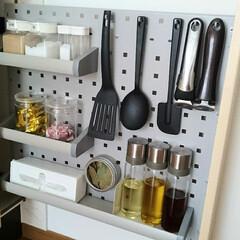 調味料棚/調味料入れ/調味料収納/キッチンツール/キッチン/キッチン収納/... IH近くにある調味料スペース。  専用ボ…