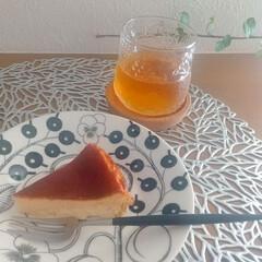 アラビア パラティッシ ブラック プレート16.5cm ARABIA Paratiisi Black | アラビア(皿)を使ったクチコミ「土日に久しぶりにチーズケーキを作りました…」(1枚目)