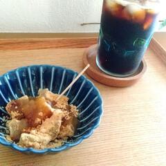 小兵さんちの食卓・ぎやまん陶 菊形浅小鉢 12cmx高さ4cm 茄子紺ブルー(固形洗剤)を使ったクチコミ「アイスコーヒーと冷たいわらび餅でホッと一…」