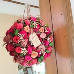 玄関/リース/春のフォト投稿キャンペーン/雑貨/インテリア/春の一枚 玄関ニッチに飾っているリースを春らしいカ…