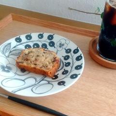 アラビア パラティッシ ブラック プレート16.5cm ARABIA Paratiisi Black | アラビア(皿)を使ったクチコミ「おやつにチョコバナナケーキを作りました♪…」(1枚目)