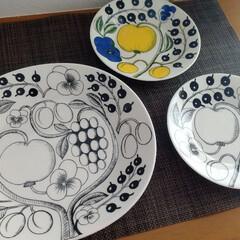 アラビア パラティッシ ブラック プレート16.5cm ARABIA Paratiisi Black   アラビア(皿)を使ったクチコミ「我が家のパラティッシは全部で3枚。 お高…」(1枚目)
