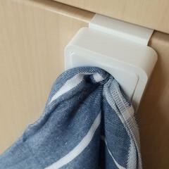 そうじの神様 キッチン用 アミタワシ(モップ、雑巾)を使ったクチコミ「キッチンにタオルホルダーを設置して、ここ…」(2枚目)