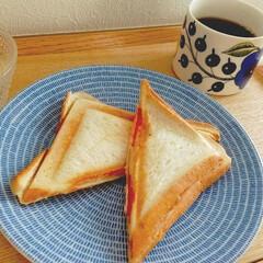 アラビア 24h Avec プレート 20cm ブルー ARABIA 8284 | アラビア(皿)を使ったクチコミ「今日の朝ごはん。 めちゃくちゃ久しぶりに…」