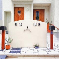 ナチュラルな暮らし/アイアン表札/二世帯住宅/アメリカンポスト/木製ドア/ナチュラルエクステリア/... 弊社デザイン施工例  木製ドアを生かした…(1枚目)