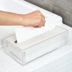 雑貨/シンプル/モノトーン/オシャレ/モノトーングッズ 濡れた手でペーパータオルを取り出すときに…(1枚目)