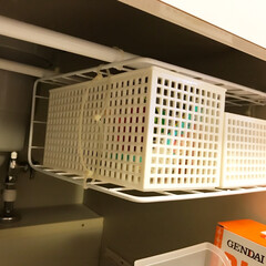 突っ張り棒/結束バンド/ワイヤーネット/小物入れ ワイヤーネットは机などの角を使えば、ワイ…