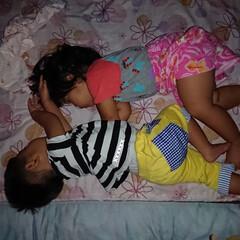 1回投稿したとき本名丸出しだった/驚異/寝相/寝顔/双子 親、子、親、子の並びで寝るのにどういう訳…