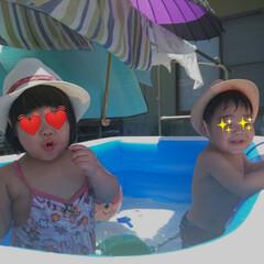水道代+3000円/バケツの取り合いになる/親は地獄/水遊び/プール/双子 やっぱ水遊びでしょ!の話   週末はプー…