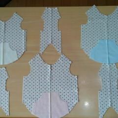 タンクトップ/手作り/犬用服 3匹の服用生地を裁断しました😅 あとは縫…
