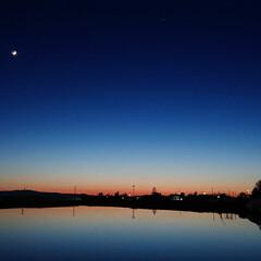 ナイトランナー/星もかすかに見える/風のない穏やかな日/湖の様/田植え前だから/絶妙なタイミング/... ラストの夜配達を終え帰庫する前に素敵な景…