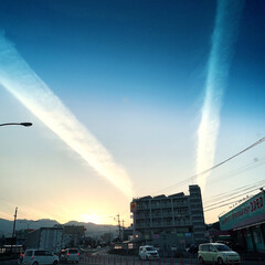 夕焼け/地震雲/雲/空 夕方、息子を塾に迎えに行ったら、空に太く…