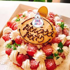 おめでとう/13歳/お誕生日/お誕生日ケーキ 娘の誕生日。  大好きないちごがいっぱい…