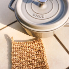 麻紐/鍋敷き/編み物/ハンドメイド/キッチン雑貨/雑貨 麻紐の鍋敷き  二重で編んでいるので、熱…