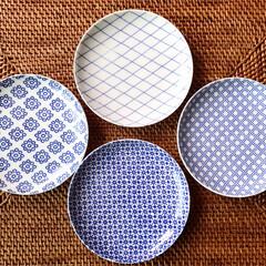 小皿/藍色/器 東屋の印判小皿。 美しい藍にお料理が映え…