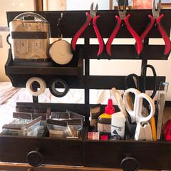 作るの大好き/プチDIY/収納アイデア/オールセリアdiy/工具不要/ヴィンテージ加工/... お部屋の半分以上がアトリエスペースです。…