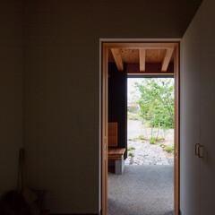 住まい/建築/インテリア/注文住宅/玄関/玄関収納/... 玄関土間からポーチ・アプローチ方向を見る…