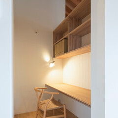 建築/インテリア/住まい/書斎/カウンター/本棚/... 食堂の横に位置する一坪の書斎コーナー。 …