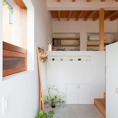 住まい/インテリア/建築/玄関/玄関土間/平屋/... 天井の高い玄関土間。 観葉植物や好きな物…