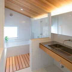 インテリア/住まい/建築/お風呂/浴室/洗面/... 在来工法の浴室・洗面室 モザイクタイルの…
