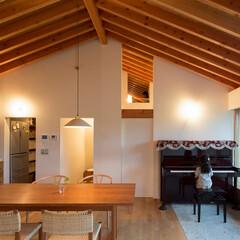 住まい/建築/インテリア/平屋/キッチン/パントリー/... 寄棟の屋根、構造を表し天井とした平屋の住…