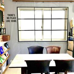 壁紙DIY/100均リメイク/窓枠風/シンプルインテリア/塩系インテリア/カフェ風インテリア/... リビングダイニングからこんにちは。  カ…
