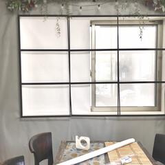 100均角材/DIY女子/リビングダイニング/窓枠風/窓枠DIY/アイアン窓枠/... リビングダイニング裏の窓です。  息子の…
