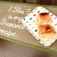 こどものいる暮らし/1歳/女の子ママ/簡単料理/親子で楽しく/ロールパン/... 私が学生の頃に朝食でよく食べていた ハム…
