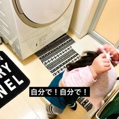 モノトーンインテリア/珪藻土バスマット/マジックドラム/お着替え/洗面所/脱衣所/... 1歳5ヶ月の娘。  最近、衣服の着脱に興…