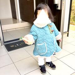 玄関アプローチ/玄関ドア/冬ファッション/冬コーデ/女の子ママ/1歳/... 玄関を開けて、行ってきまーすの1枚です。…