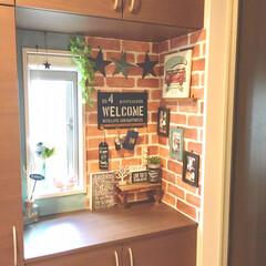 簡単DIY/壁紙リメイク/壁紙DIY/タッカー/下駄箱の上/玄関インテリア/... 玄関の下駄箱上インテリアを 夏仕様に模様…