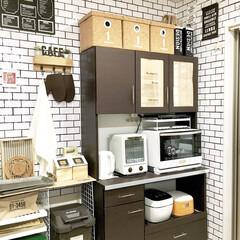 収納棚DIY/カフェ風インテリア/100均リメイク/100均DIY/ワイヤーネット/壁紙リメイク/... カフェ風にDIYしたキッチン背面です。 …