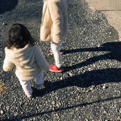 初詣/かげ/1歳/4歳/息子/ホワイトコーデ/... 初詣に行く道中での1枚です。  3歳差兄…