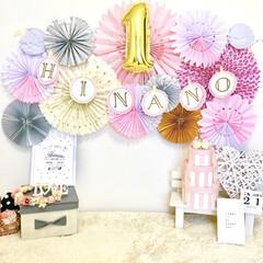 ペーパーファン/おうちスタジオ/おうちフォト/バースデーフォト/誕生日フォト/誕生日飾り付け/... 誕生日フォトアイデアです。  我が子は2…
